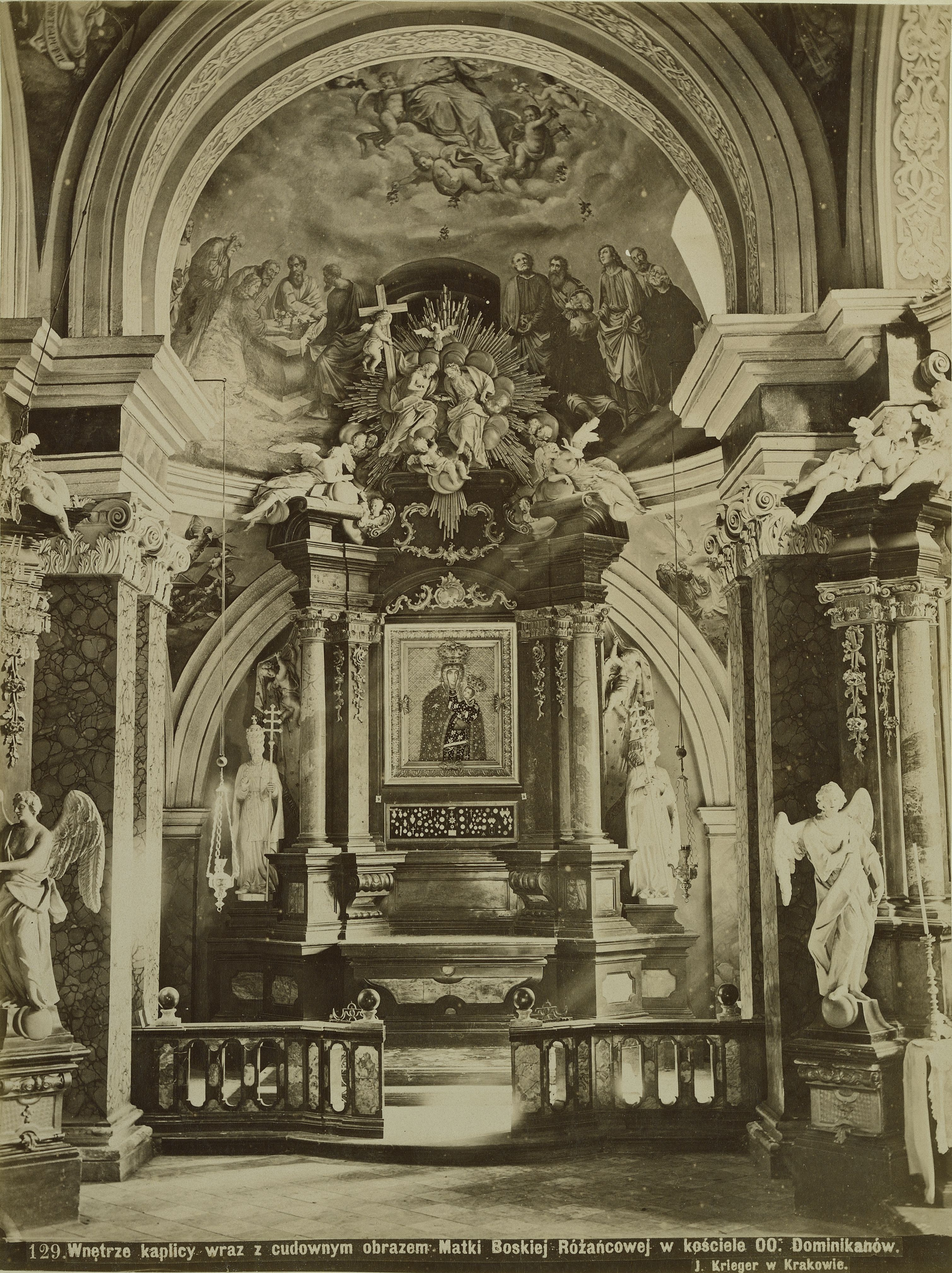 Австро-Венгрия. Краков. Интерьер часовни с чудотворным образом Девы Марии с Розарием в церкви доминиканского монастыря