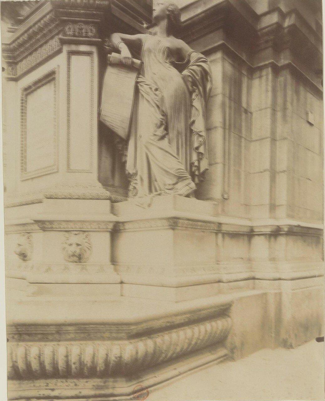 Рю Ришелье. Фонтан Мольера, созданный архитектором Луи Висконти (1844). Май