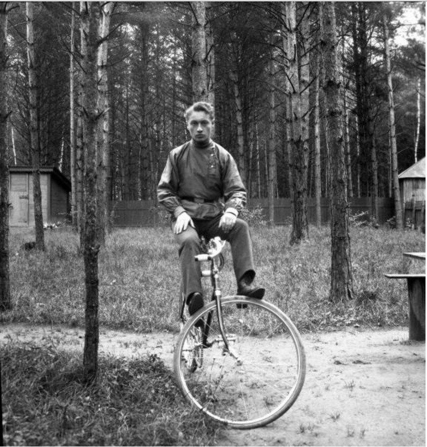 1904. Вешняки. «Саша (Александр Гринберг) на велосипеде»