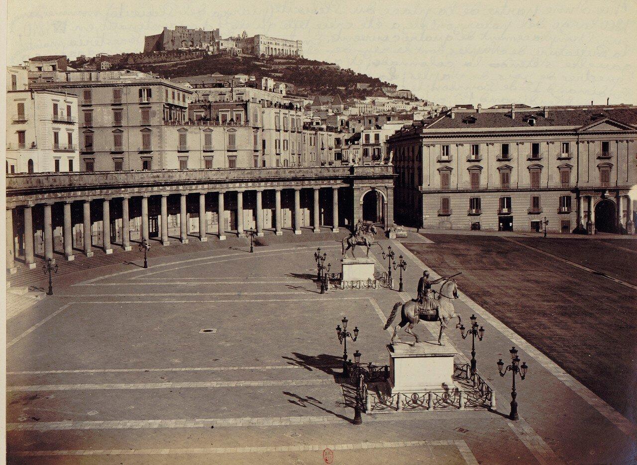 08. Статуи Карла III и Фердинанда Бурбона на площади Плебисцита