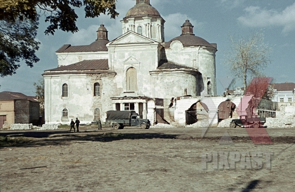 stock-photo-opel-blitz-truck-outside-church-hlukhiv-ukraine-3rd-panzer-division-75th-panzer-artillery-reg-dreifaltigkeits-kathedrale-12251.jpg