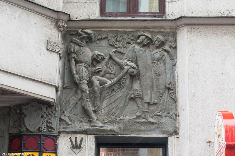Москва. Два барельефа в Большом Николопесковском переулке
