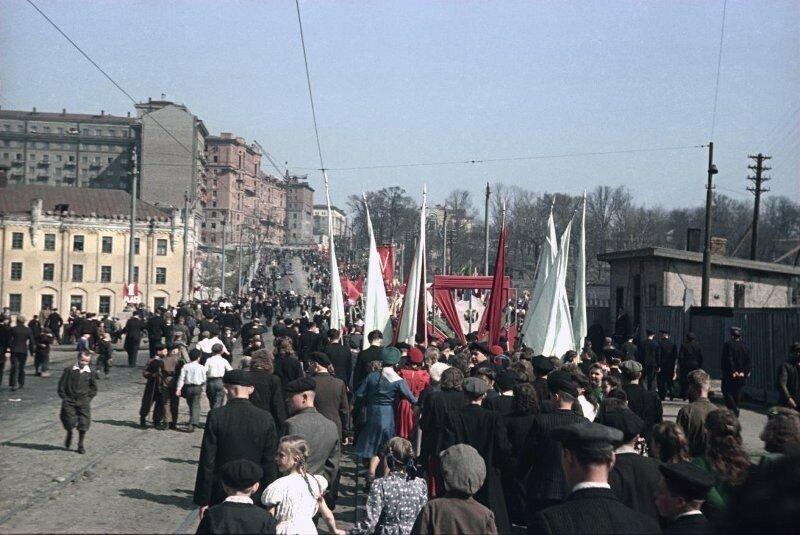 1948 1 мая Демонстрация Пролетарского района. Владислав Микоша3.jpg