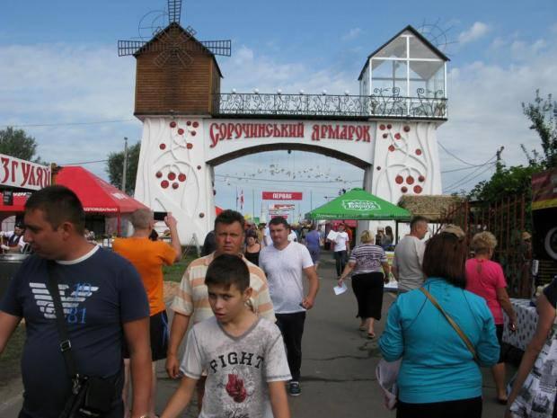 Жадные организаторы просчитались: Более 100 предпринимателей отказались платить налог на Сорочинской ярмарке