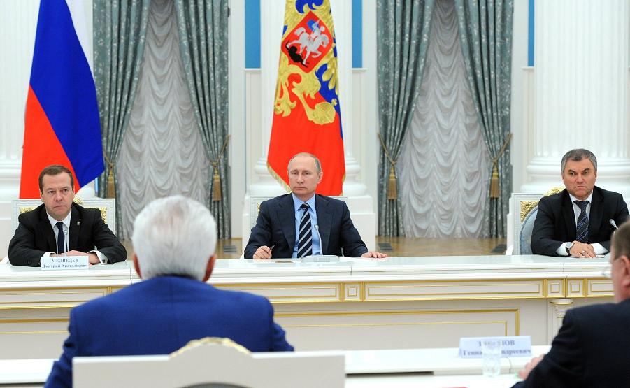 Путин принимает лидеров партий, избранных в Государственную Думу 23.09.16.png