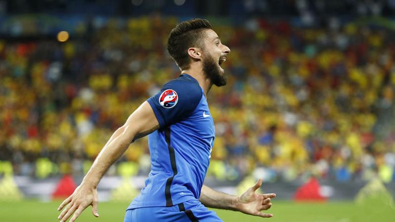 Франция - Румыния . Оливье ЖИРУ празднует забитый 1 гол ЧЕ.jpg