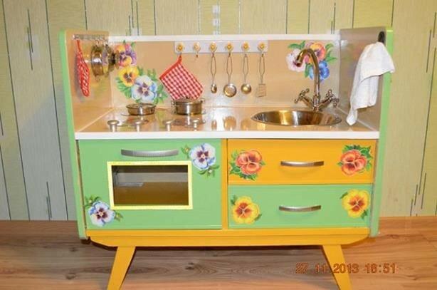 Как сделать детскую кухню своими руками