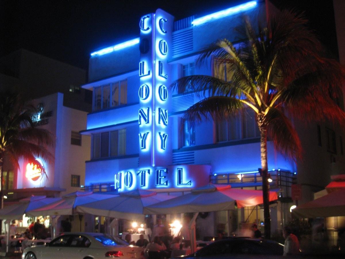 25. Посмотрите на архитектуру в стиле ар-деко в Саус-Бич, Майами.