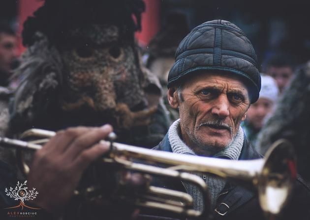 Очень колоритные портреты жителей румынской деревни. Фотограф Алекс Робкиус (Alex Robciuc)