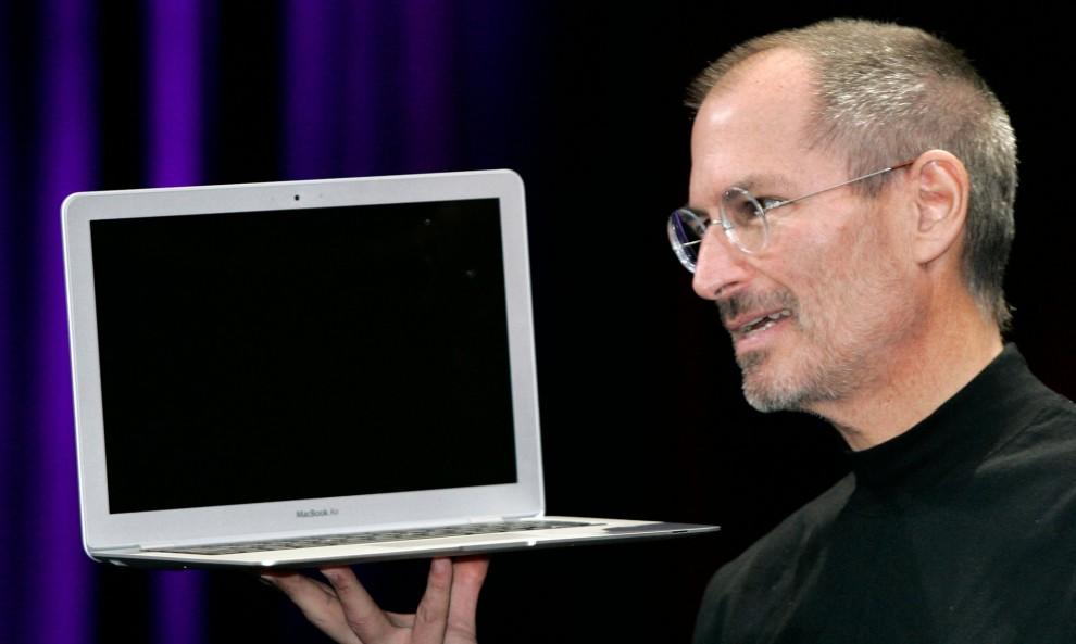 2010 Вдохновившийся успехом iPhone, компания Apple разработала интернет-планшет iPad, прототипом
