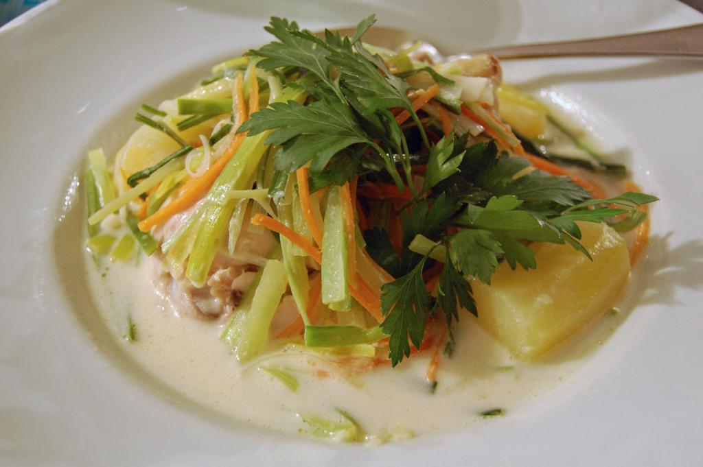 Ватерзой — похлёбка на основе куриного или рыбного бульона с овощами. Блюдо родом из Фландрии. (