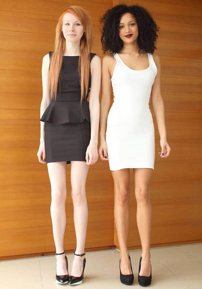 1. Хотите верьте, хотите нет, но эти девушки — сестры-двойняшки!