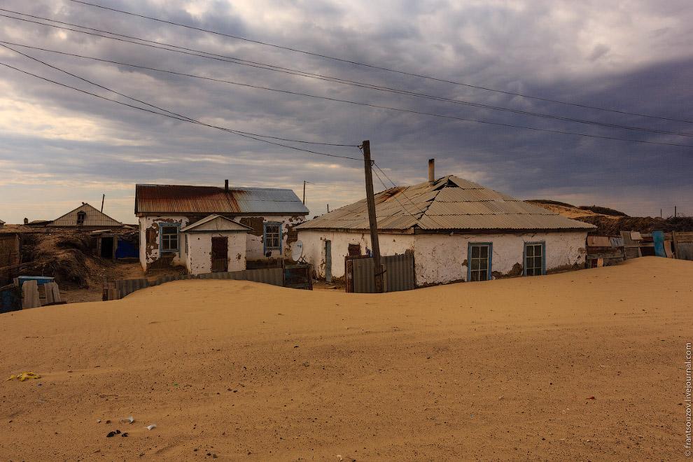 7. Не раз натыкался на снимки какой-то деревушки (вроде бы в Африке), где внутри комнат домов т