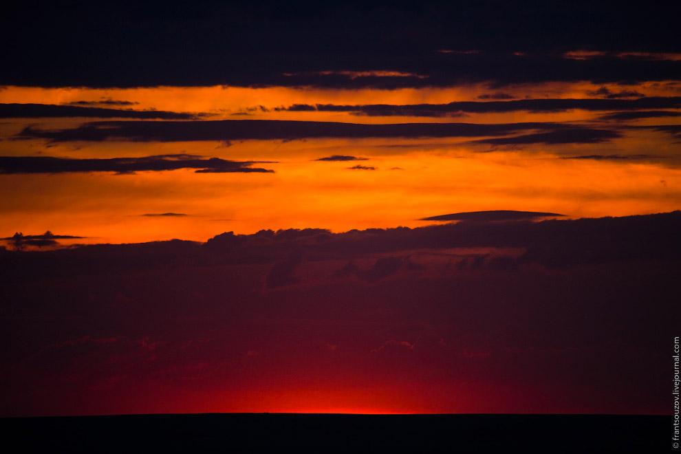 27. Мы на юге, здесь темноту от заката отделяет всего лишь тридцать минут. В сотне километрах о