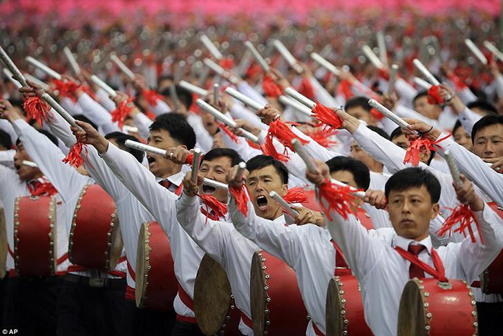 Марш барабанщиков во время парада.