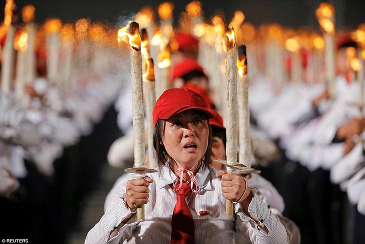 Безудержное веселье: как в Северной Корее отпраздновали съезд правящей партии (26 фото)