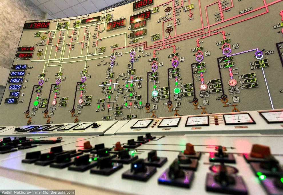 10. Выдача мощности осуществляется на напряжении 220 и 500 кВ через КРУЭ (комплектное распредел