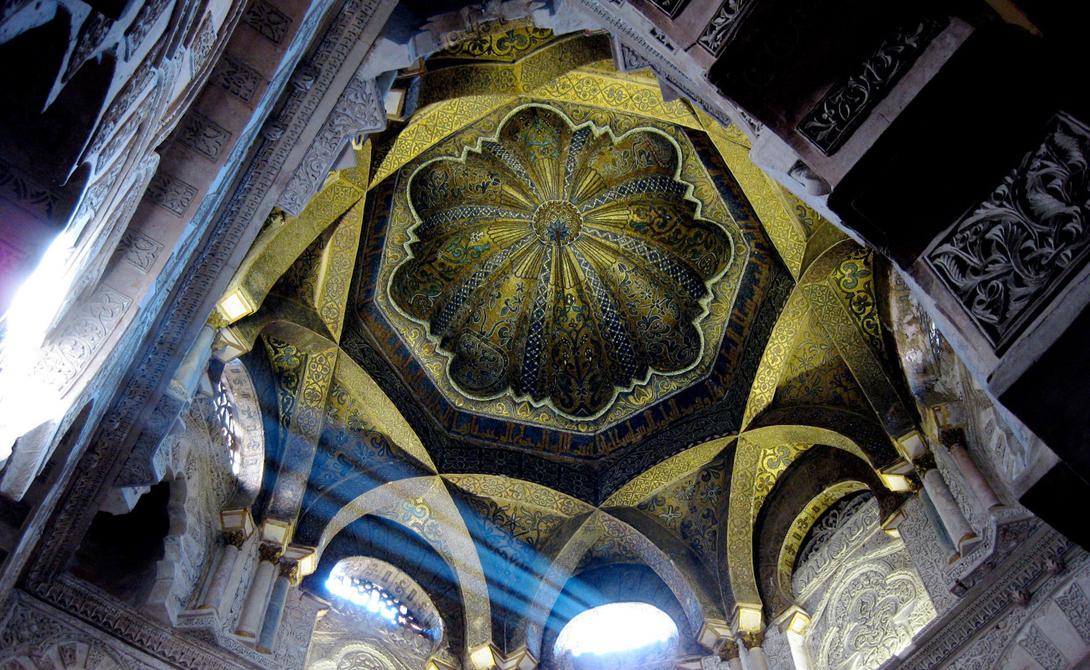 Еще одна средневековая мечеть, построенная в 784 году, была захвачена католиками и преобразована в р