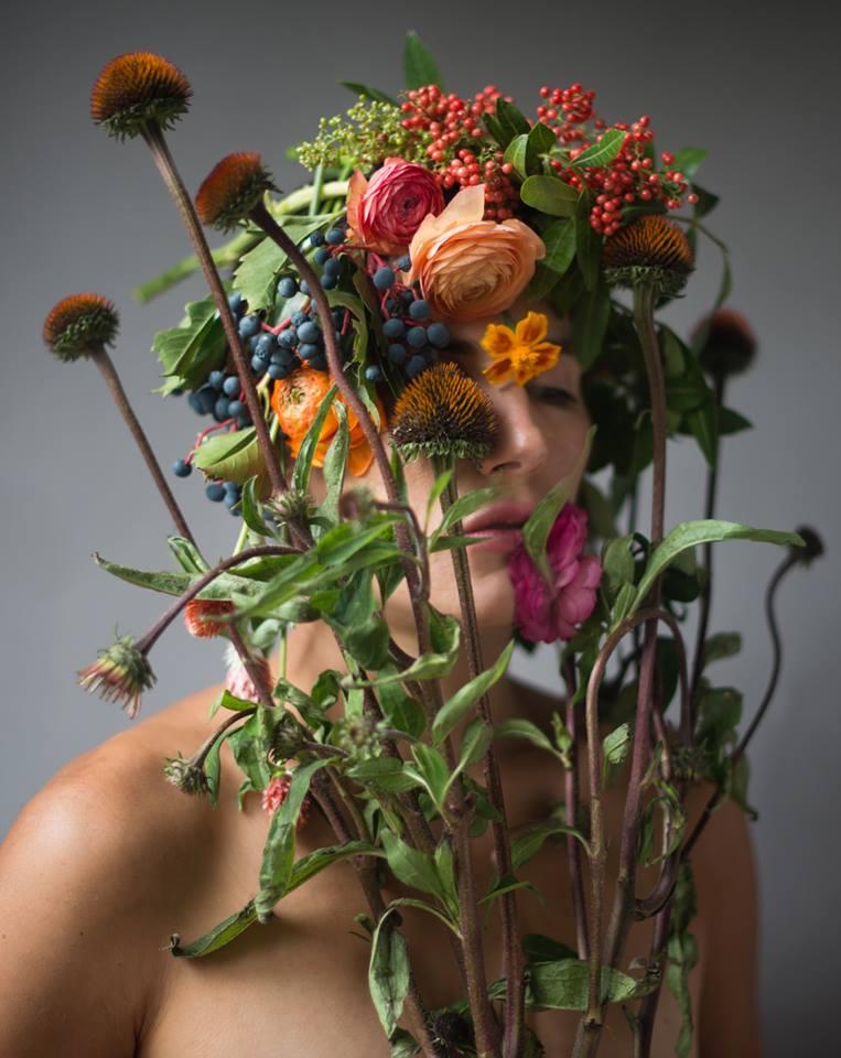 Цветочные лица Kristen Hatgi