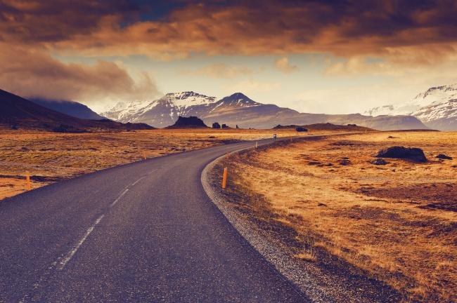 Большая окружная дорога соединяет почти все населенные пункты Исландии. Если вырешитесь наэтот мар