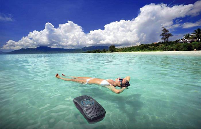 Monster SuperStar BackFloat — плавающая водонепроницаемая Bluetooth-колонка (9 фото)