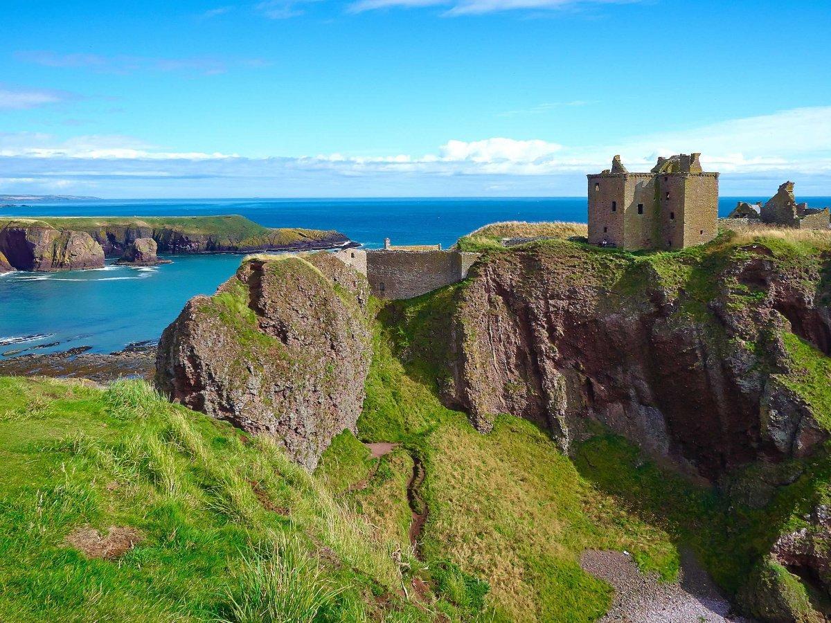 6. Замок Данноттар — разрушенная средневековая крепость, расположенная в шотландской области Абердин