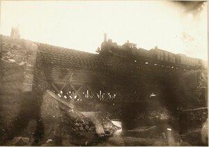 Железнодорожный состав на мосту, восстановленном бригадой на одном из участков через Бобровку.