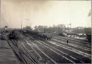 Вид железнодорожных путей вблизи станции.
