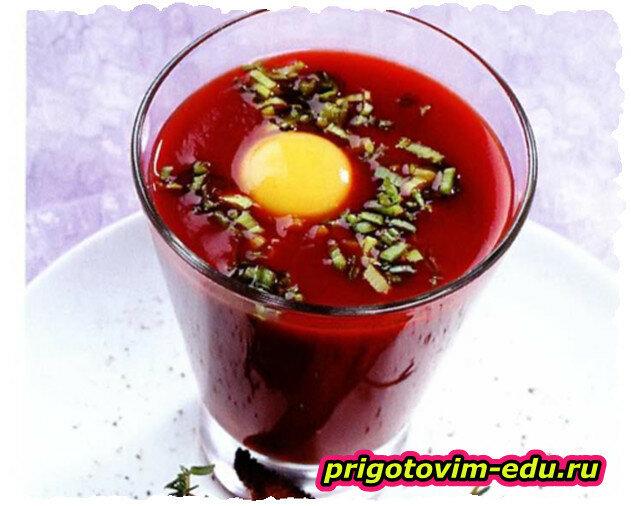 Напиток из помидоров с зеленым луком и яйцами