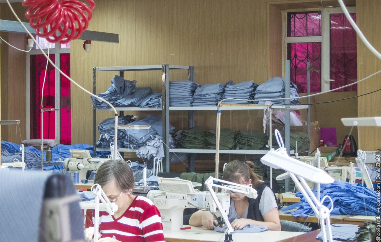 c98147e91429 Временный цех занимается лишь пошивом одежды из раскроенного материала,  который приходит из Ростова.