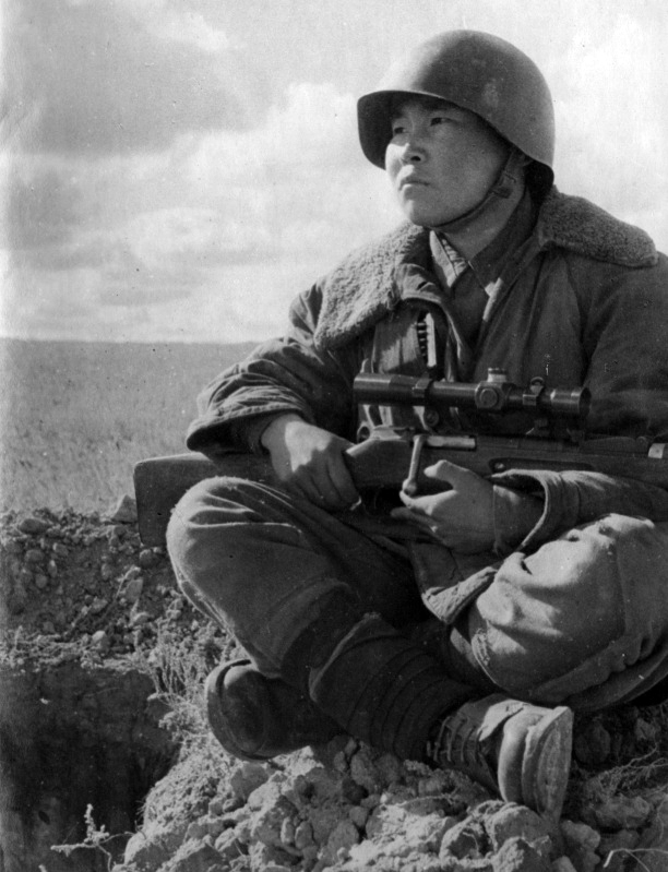 Советский снайпер Максим Пассар.jpg