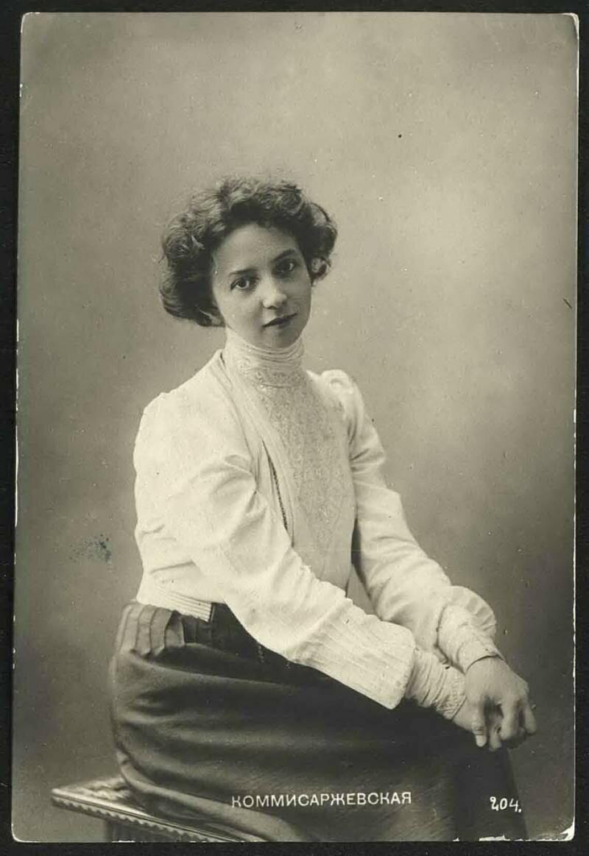 Она была приглашена в Новочеркасск в антрепризу Н. Н. Синельникова (играла в 1893—1894 годах) на роли «инженю» и водевильные роли с пением.Весёлостью и живостью было проникнуто исполнение Комиссаржевской ролей в одноактных пьесах и водевилях