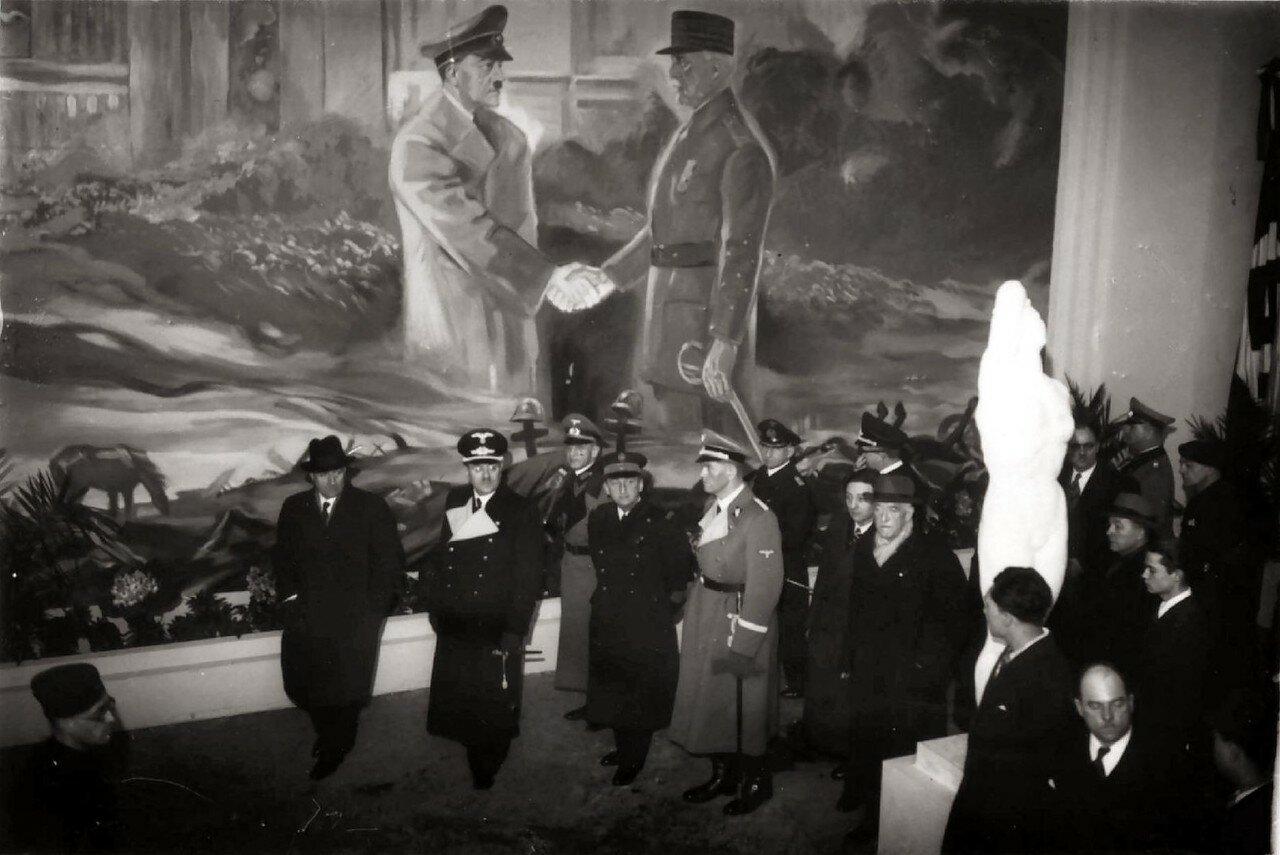 Интерьер международной выставки «Большевизм против Европы» в «Саль Ваграм», март-июнь