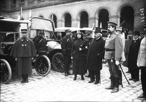 1915. 14.03. Г-н Мильеран на церемонии передачи российской армии машин скорой помощи