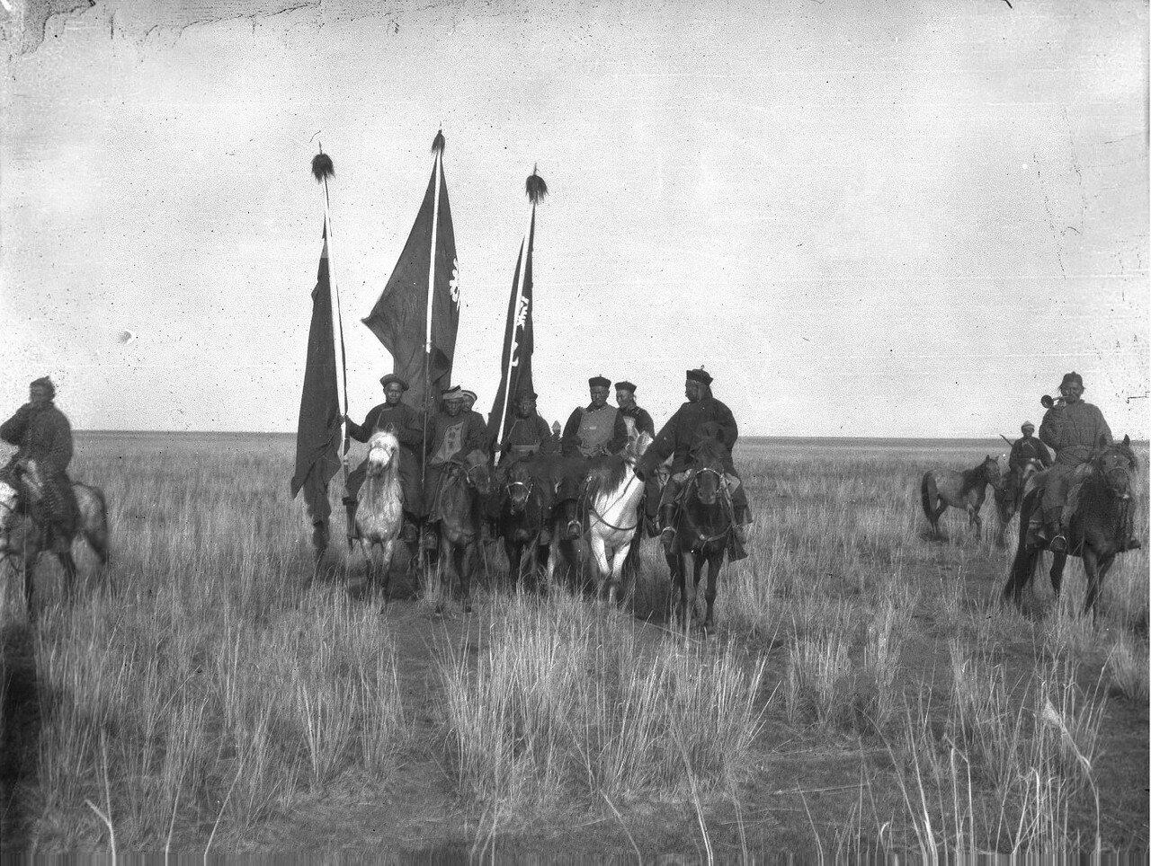 Долина реки Текес. Богатый калмык Насамбатин со своими людьми прибывает в лагерь Маннергейма