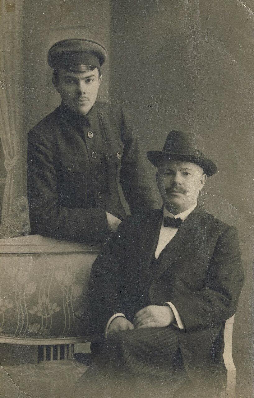 1917. Ефим Лясс с сыном Мироном. Сентябрь