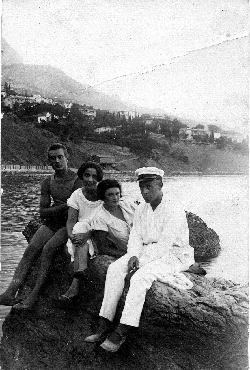 1928. Берта с первым мужем - Давидом Кремером