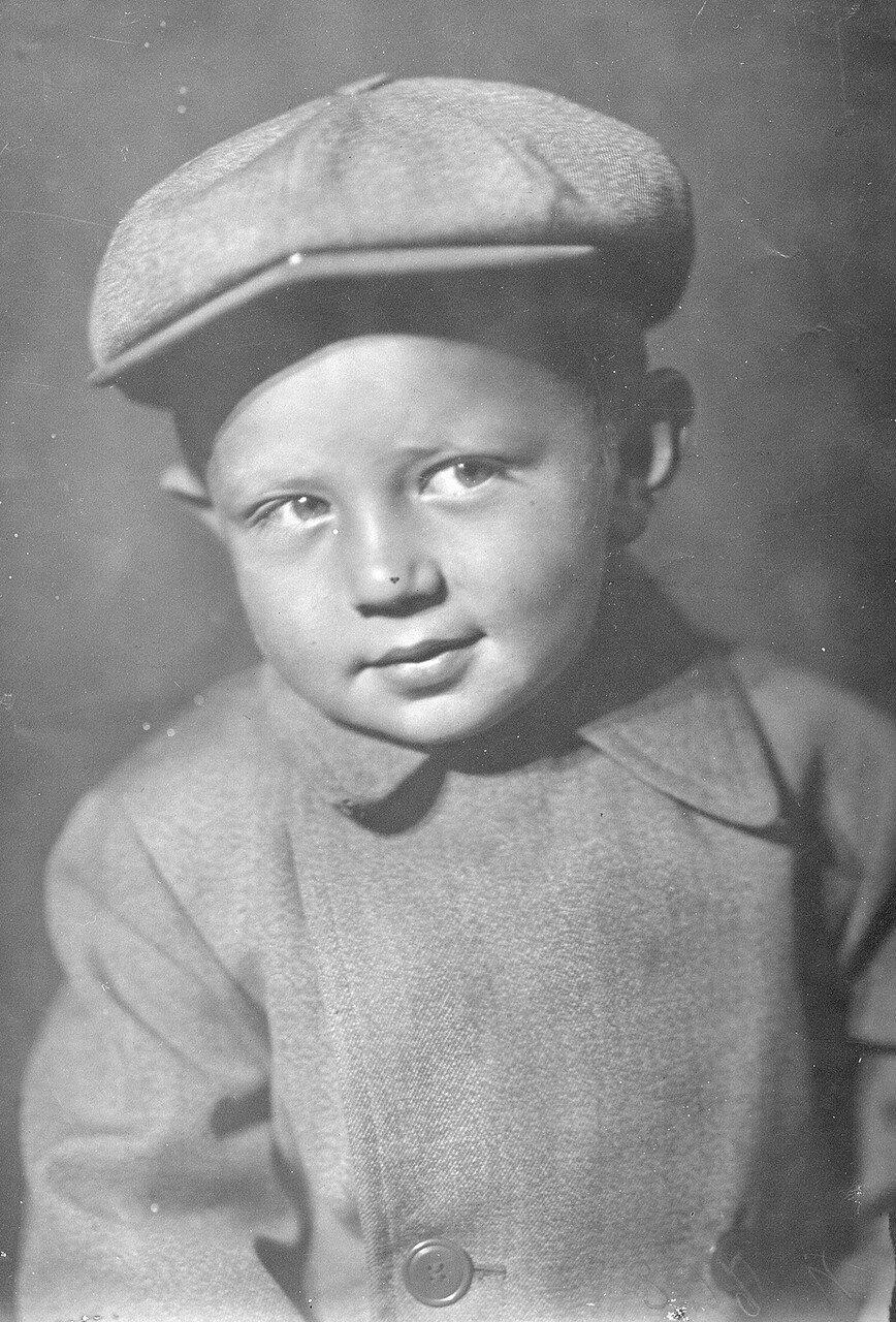 1940. Олег Морозов