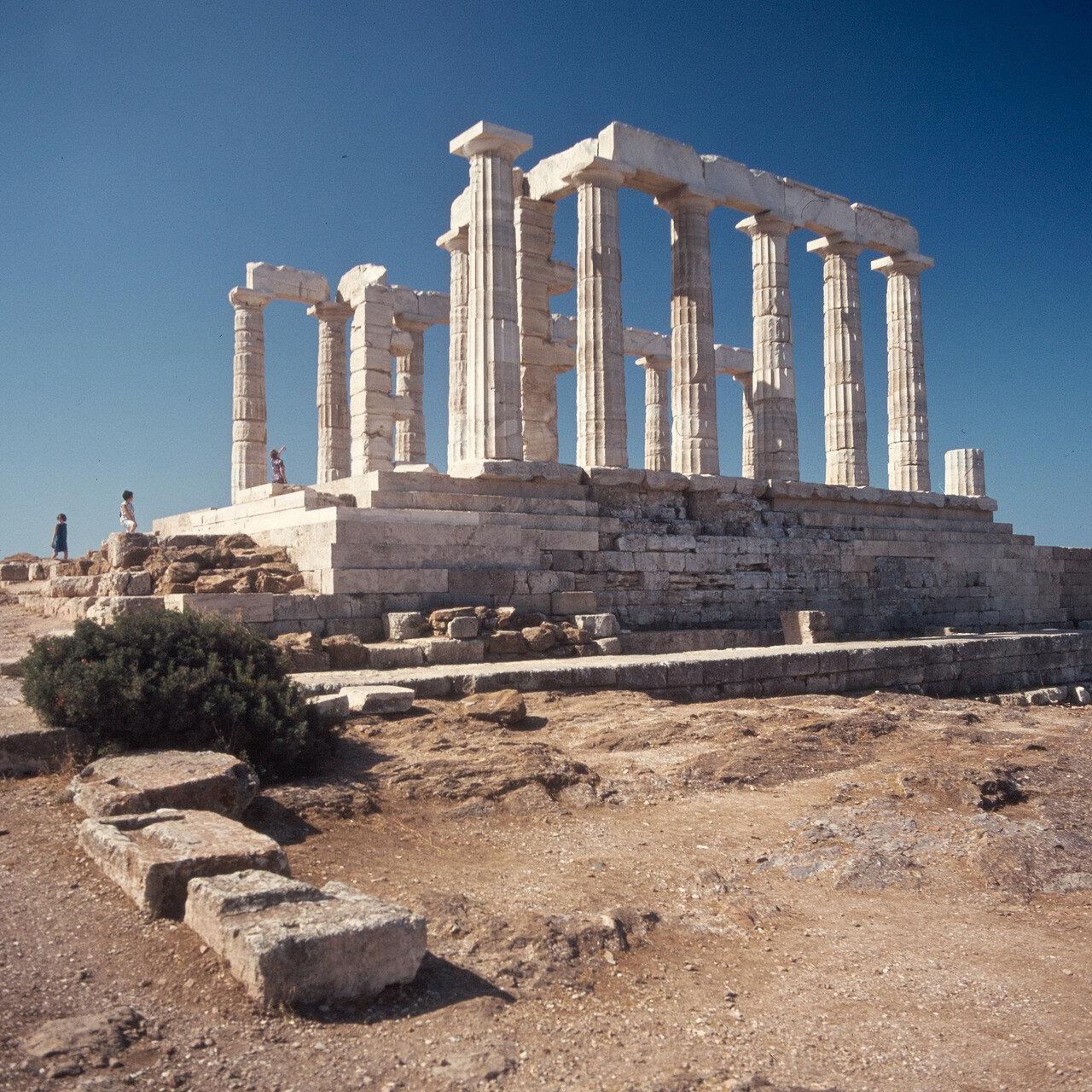 Храм Посейдона. Пропилеи и перибол с севера.