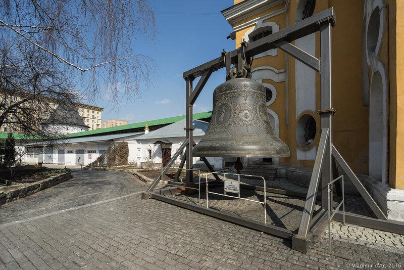 Колокол, отлитый к 400-летию дома Романовых. Новоспасский монастырь.