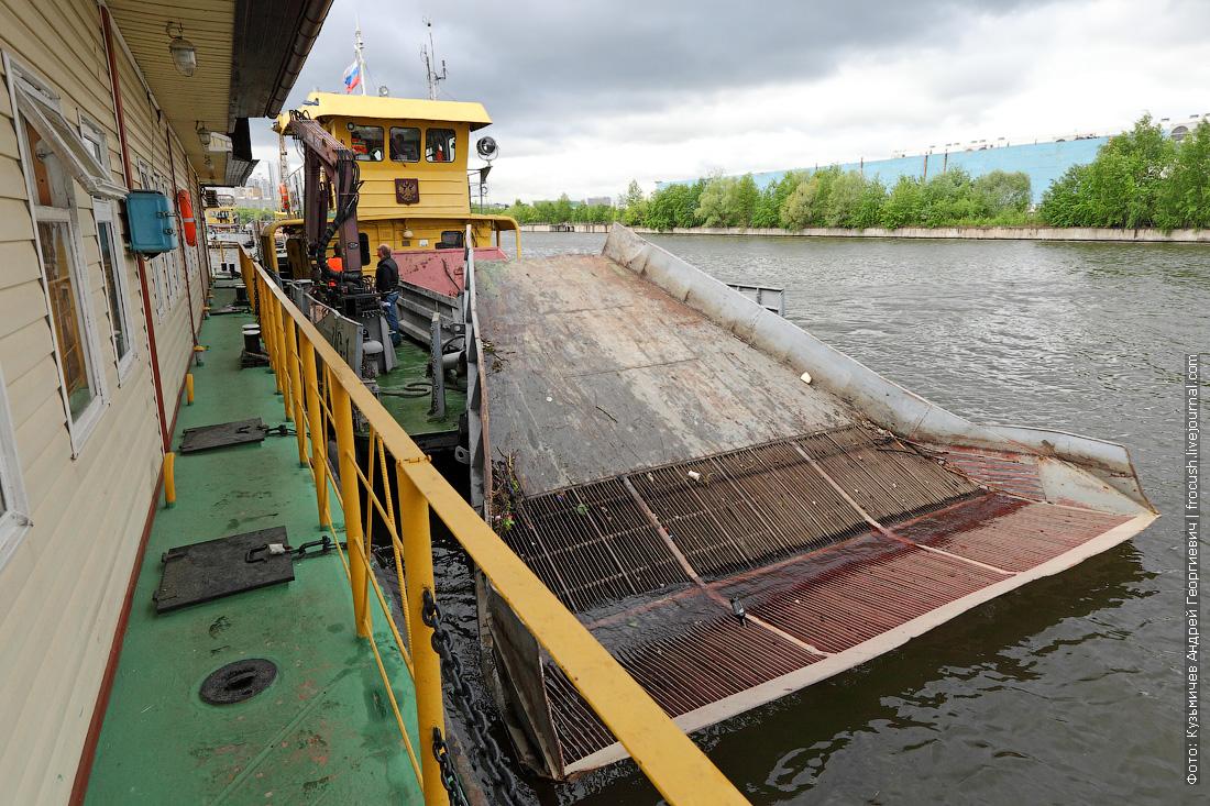 теплоход технического флота для очистки водоемов «МС-1»