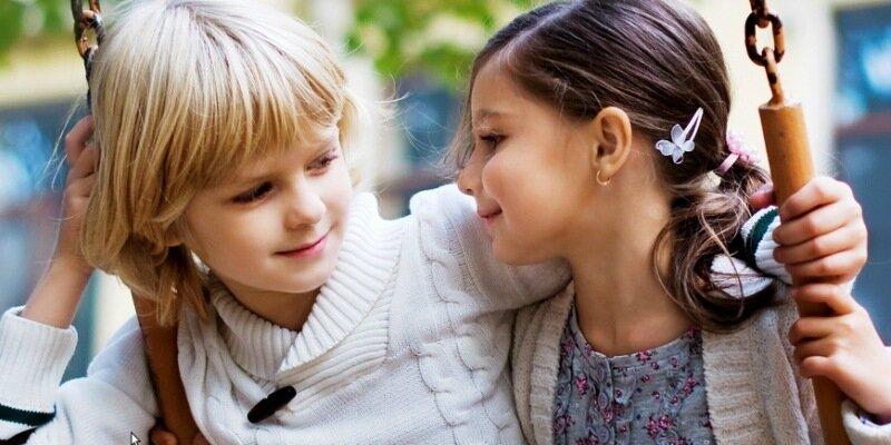 Как относиться к первой любви своего ребенка