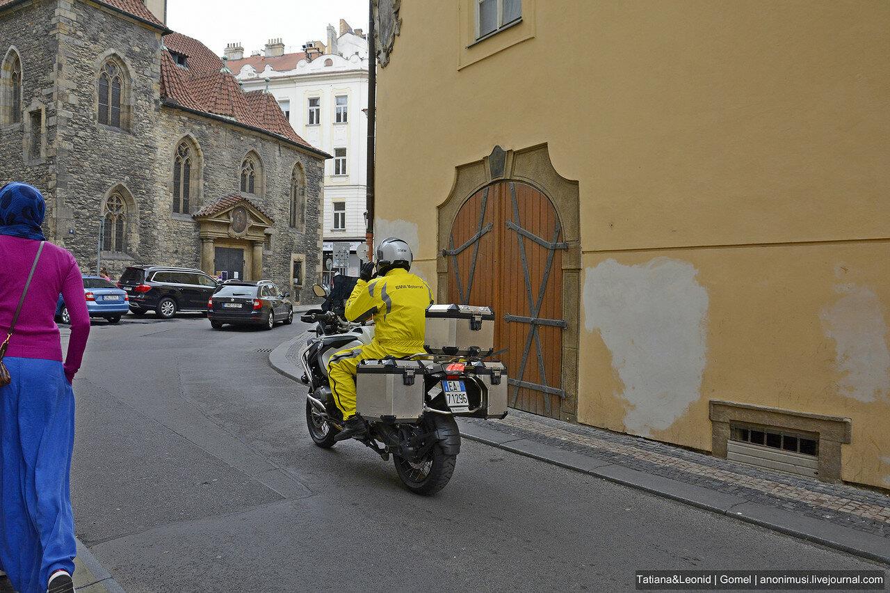 Прага ранним утром