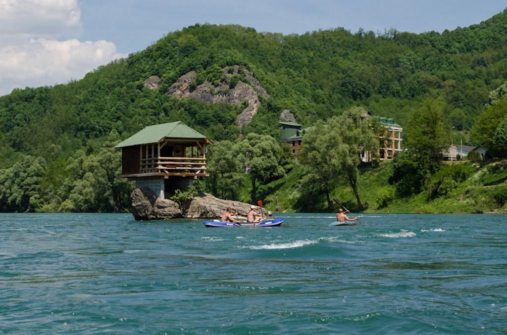 Дом на реке Дрина. (Petar Vasic)