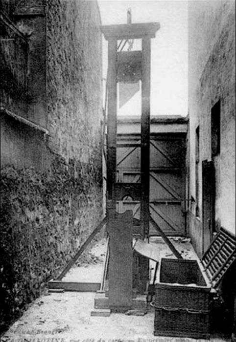 В конце XVIII века людей как только не казнили: знати рубили головы, к простолюдинам применяли колес
