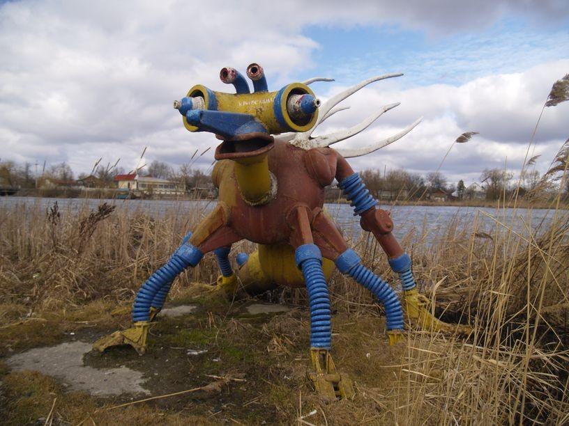 15. И вершина ЖКХ-арта: скульптура из мусора.