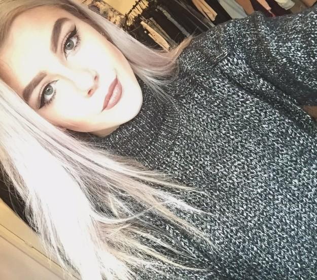 Эбби рассказала, что фотография с ней в туалете была сделана после «посиделок с друзьями и семьей».