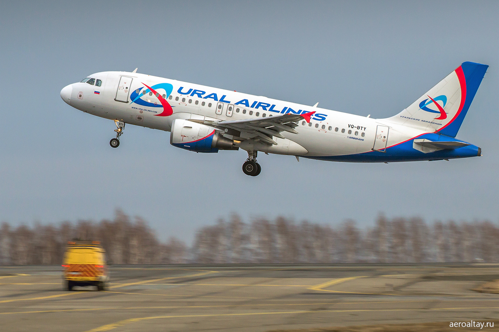 Эирбас А 319 VQ-BTY Уральских авиалиний в Барнауле
