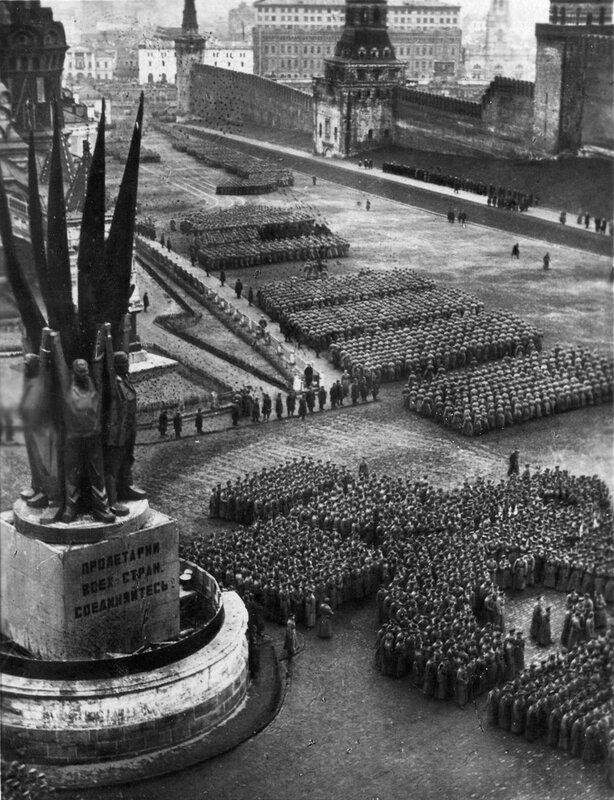 448903 Парад на Красной площади в 15-ю годовщину Октября Погостский 1932.jpg