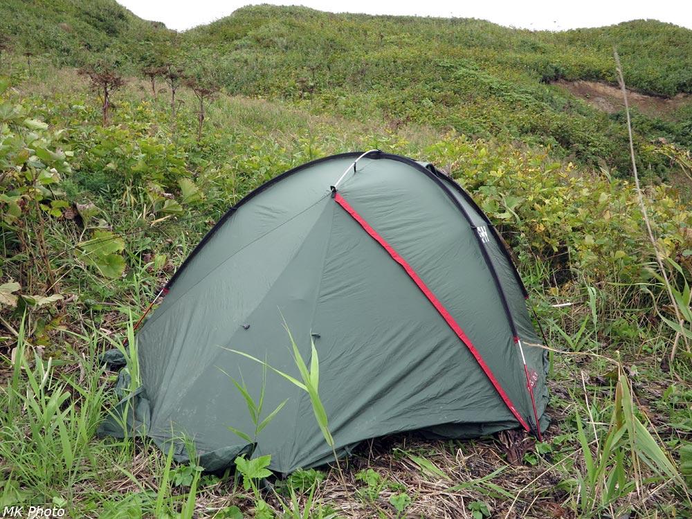 Палатка на небольшой площадке
